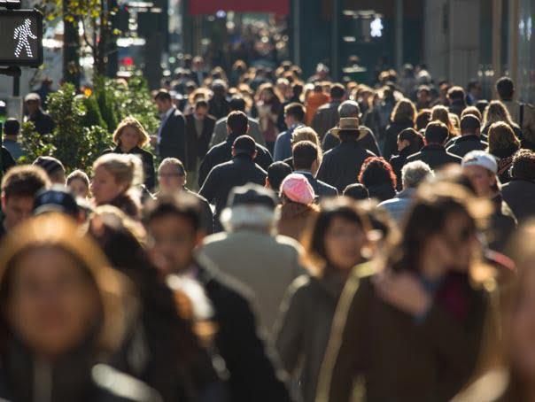 Multime de oameni