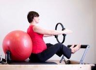 femeie gravida sport
